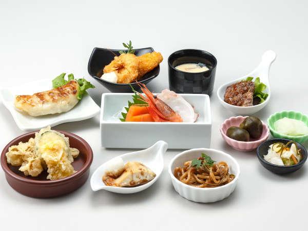 【ル・マッターホルン】<日本料理>サーモン・タコ・エビの刺身3点盛り、夏野菜とキノコの3色天ぷらなど