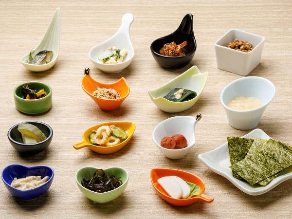 【KURODAKE】<朝食>松前漬けやメロンの粕漬など、北海道ならではの「ごはんのお供」が大集合