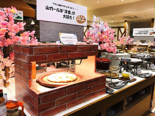 【KURODAKE】<山ガールは「洋食」が大好き!>4種類のチーズピザ、ソーセージ入りポトフなど