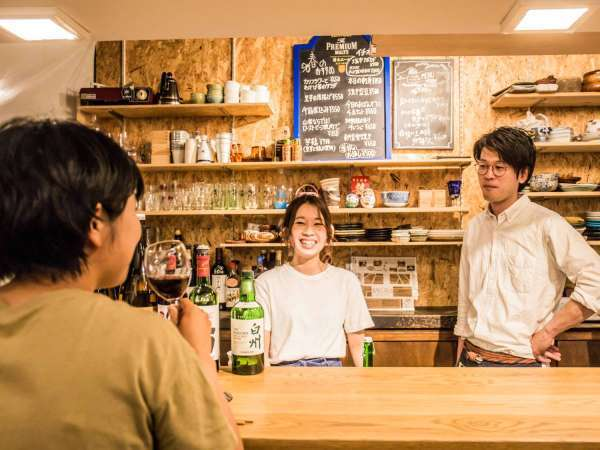 ・1階のCafebarには山梨県産ワインや地酒等、各種取りそろえおります