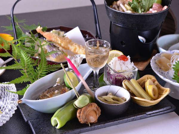 *【夕食一例】地元の素材を使った季節の和会席料理☆新鮮な川魚や山菜が人気♪