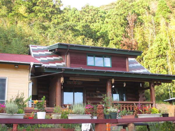 EAST LOG HOUSE 藏