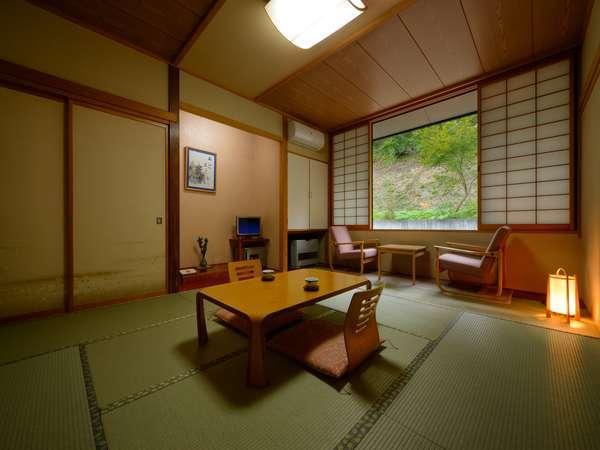【和室8畳】足を伸ばして○自然に囲まれ、ゆったりとしたひとときをお楽しみください。