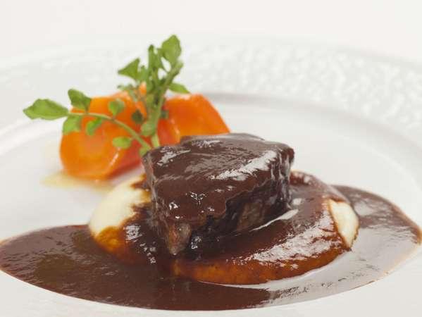 【フレンチディナー】フレンチの定番・牛ホホ肉の赤ワイン煮込みに舌鼓!フルコースディナー付きプラン