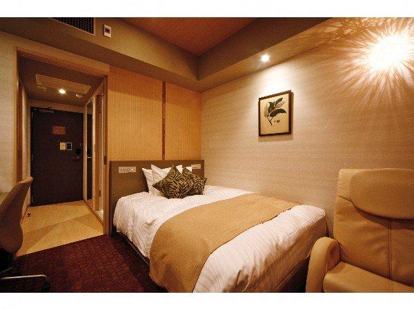 【カップル限定プラン】シングルルームですが・・・150cm幅ダブルベッド☆SPA利用&ネット接続無料☆