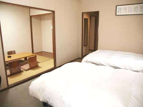 ◆デラックス和洋室一例:客室のベッドは全室羽毛布団で優しく包み込むデュベスタイルです。