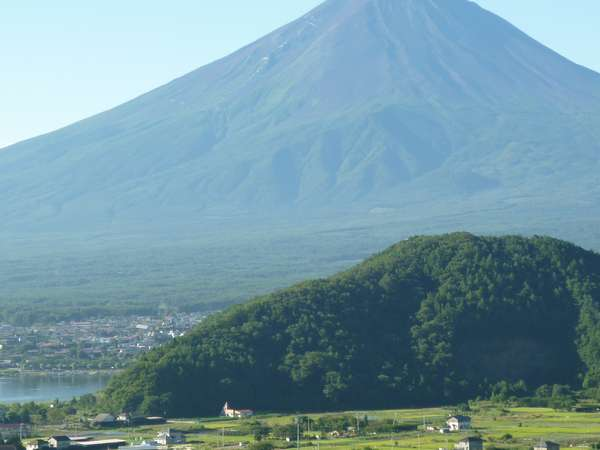A棟から眺めた夏富士の様子