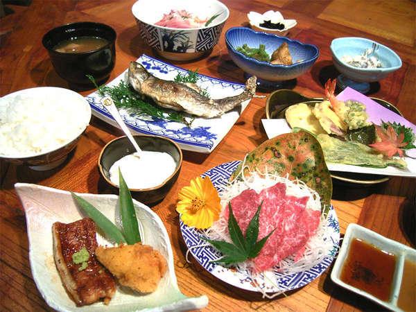 *お夕食は湧水を使用!山の幸・川の幸中心の懐かしさを感じる田舎料理。