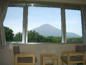 客室から雄大な富士の雄姿が一望-和室よりの眺め