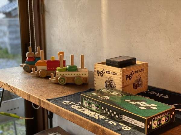 小さいお子様むけのおもちゃ、家族で楽しめるボードゲーム等ご用意してお待ちしております。