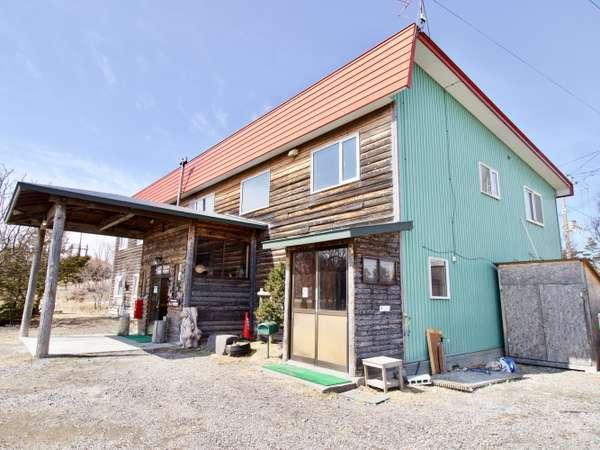 管理棟には共有スペース、共有キッチン、ランドリー、シャワー、暖房便座付きトイレがございます。