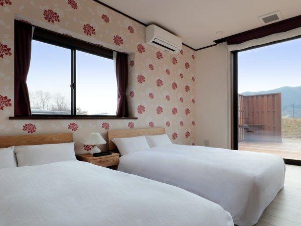 「寝室」セミダブルベッドが2台ございます。お布団は4組までご準備してます。ソファベッドもございます。