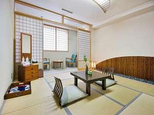 和室は畳の香りが心地よくゆったりとお寛ぎいただけます