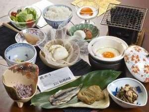 朝食は手作りのおぼろ豆腐など、体に優しいものをご用意しております。