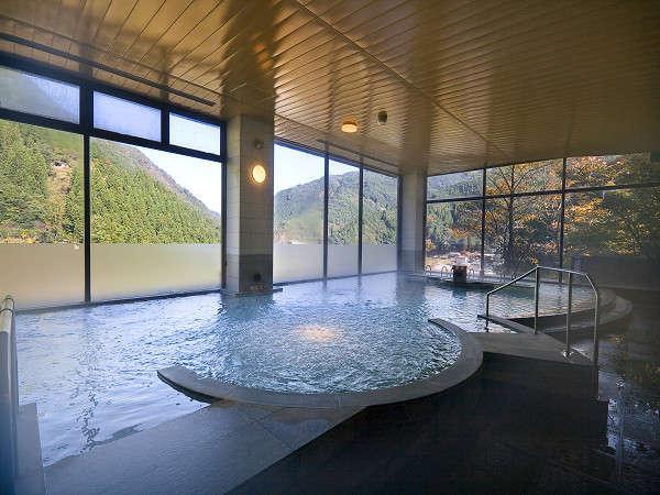 大浴場からは祖谷渓谷の大パノラマを展望!!
