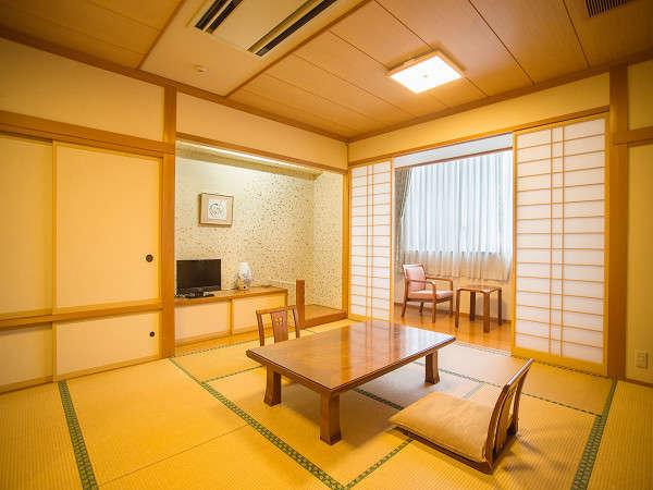 本館和室(12.5帖)ご家族様やグループ様にも対応の広いお部屋をご用意しております