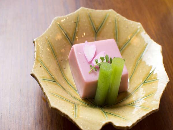 会席料理メニュー 「桜豆腐」