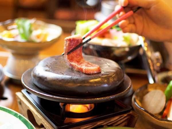 和牛を焼き立てでお召し上がり下さい【阿波牛の石焼き】 「極」会席料理