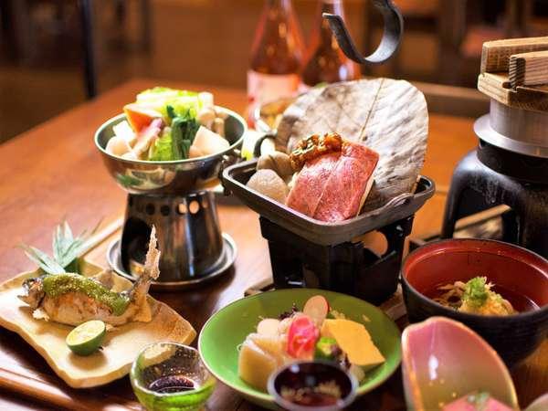 郷土料理会席のメイン「阿波牛」はそば味噌朴葉焼きにてお召し上がりいただけます。
