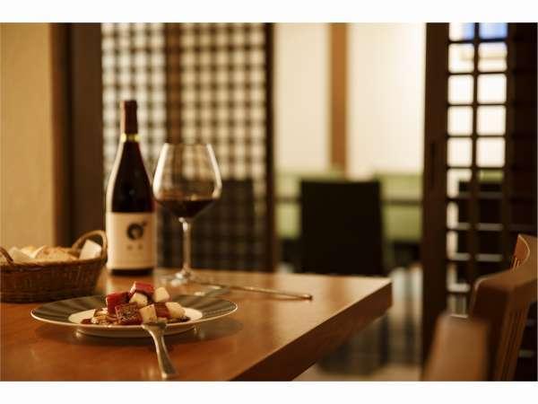 【レストラン】自家菜園の食材を含め、地元の新鮮素材を中心に調理しております。