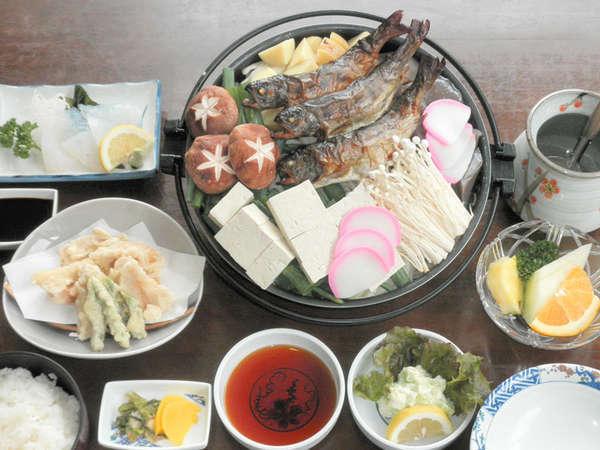 【夕食一例】地元でとれた野菜や川魚を使った素朴なお料理をご賞味ください