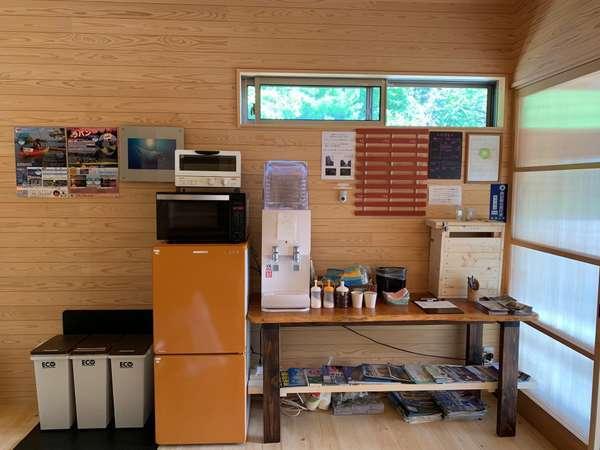 ウォーターサーバー(温・冷)設置しました。電子レンジ・トースター・冷蔵庫もご自由にご利用ください