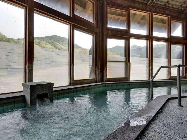 *【大浴場】心地よい外の日差しが差し込む大浴場で御入浴頂けます。
