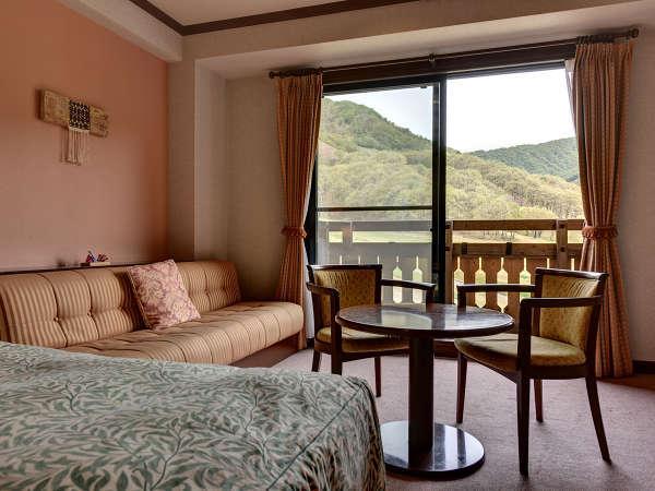 *【ツインルーム】四季折々の風景が楽しめるお部屋となってます。