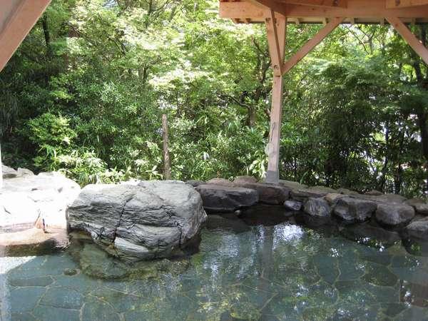 「鶴仙の湯」森林浴を楽しめる露天風呂
