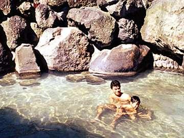 *当館より徒歩5分!開放的な外湯・大野天風呂「滝の湯」。※冬季は閉鎖。