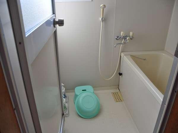 デラックス独立型のお風呂です。石鹸、シャンプー等付いてます。