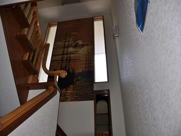 本館・スタンダード部屋の階段には船のクロス