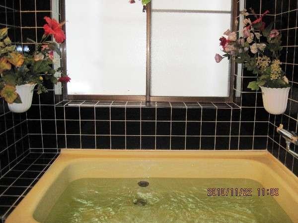 館内内風呂24時間OKです。※内風呂は栓を抜かないで下さい