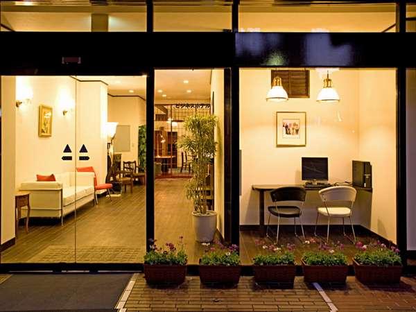 入口を入ってすぐ右にあるビジネスコーナーは御自由にお使いいただけます。