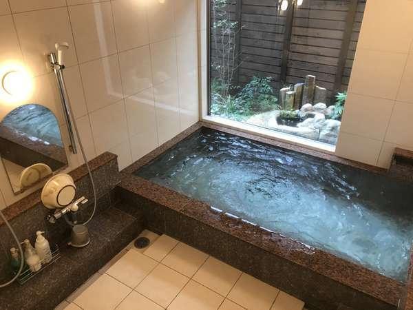 内湯を2019年に新設しました。三国温泉源泉、塩気のある塩化物泉。ゆったりと温泉をお楽しみください。