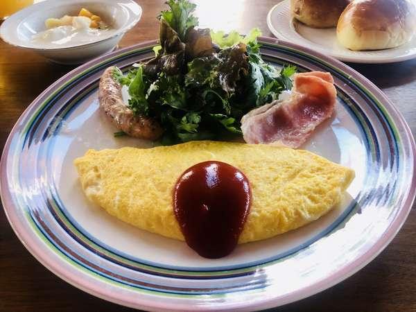 朝食は豊洋卵のオムレツをメインに、高原野菜・手作りウィンナー・自家焙煎のコーヒーなど毎日日替わりで♪