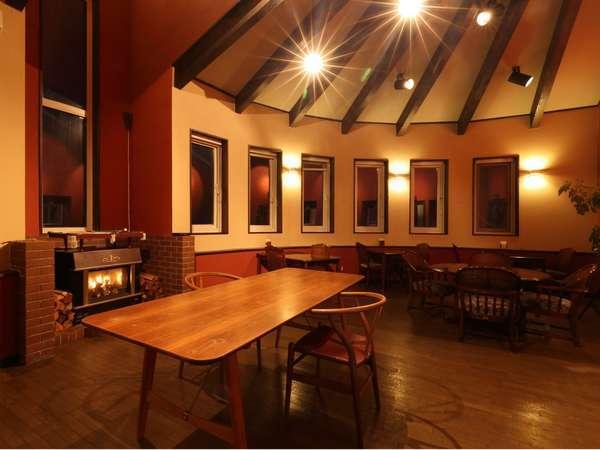 新型コロナ感染症対策として、レストランの全ての壁や天井を殺菌効果のある鉱石を一年かけて塗りました。