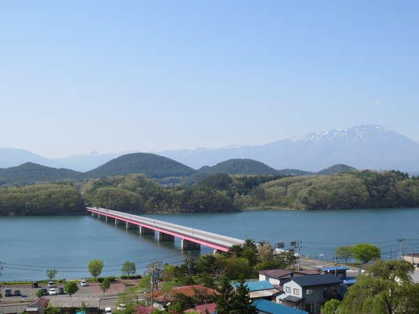 岩手山と御所湖を一望