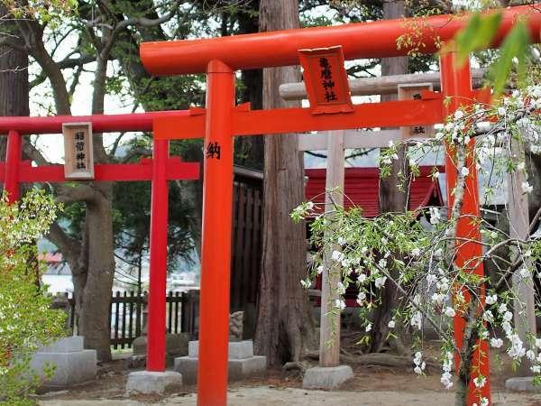 中庭には座敷わらしを祀る神社がございます