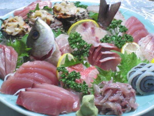 獲れたてのコリコリ感が沢山味わえる旬の地魚刺身盛合わせ付プラン( ペット可)