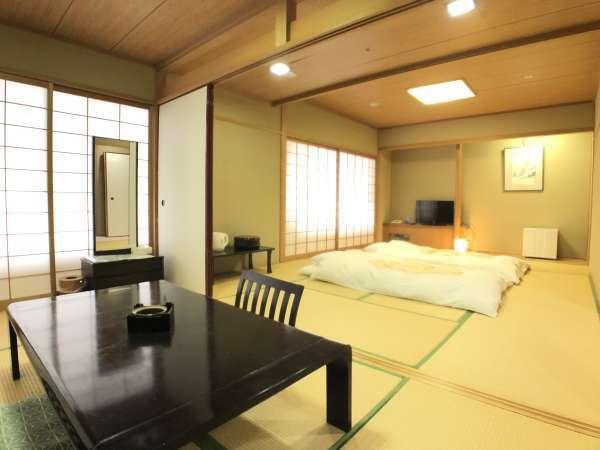 ・和室56平米懐かしの暖かな空間で、一味違った雰囲気を味わえます。広々しているのでグループ旅にも◎