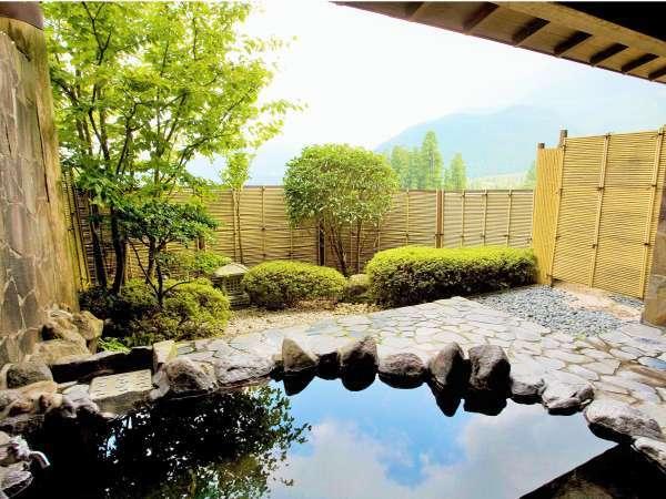 由布岳を一望できる自慢の露天風呂