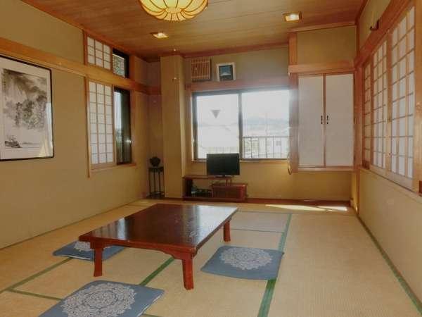 3階・和室12畳のお部屋です。