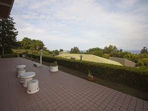 ロビー前テラスから雄大な景色をお楽しみください。