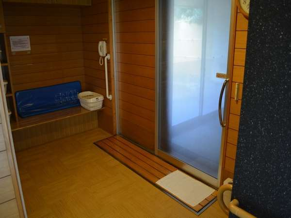 介護機能付貸切風呂 露天風呂 脱衣場