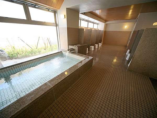 大浴場のご利用時間は、男女時間入れ替え制でございます。曜日や連休等は変動あります。