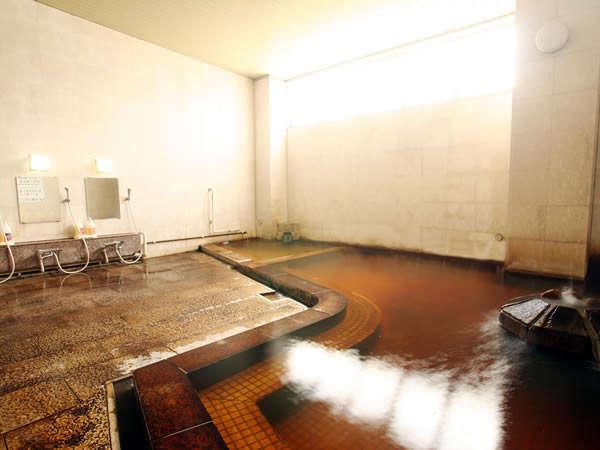 天然温泉賭け流しの浴場