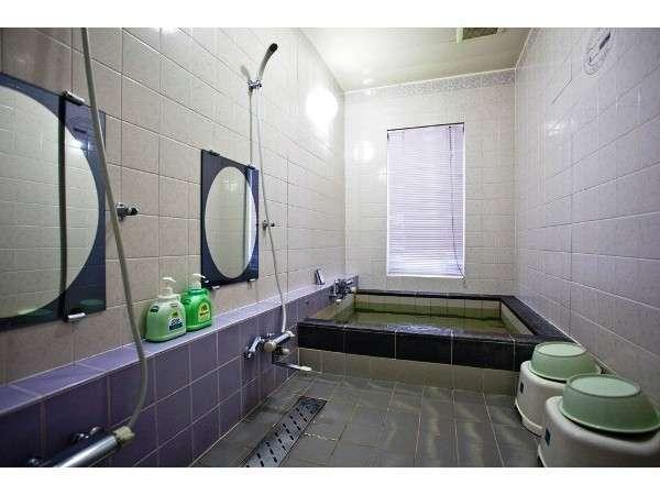 カップルはもちろん、小さなお子様連れのご家族なら3~4人でご利用できる貸切風呂B