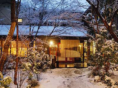 冬の黒川荘玄関