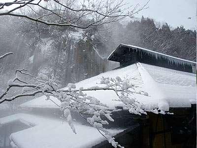 雪景色の黒川荘